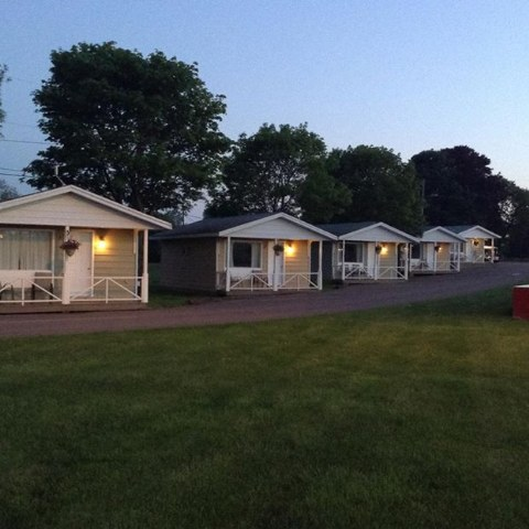 Royalty Maples Cottages & Motel