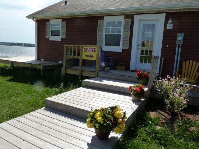 Beach & Breeze Cottages